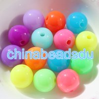 China Factory Bulk Wholesale Glow no escuro Assorted Color Round Opaque encantos 6MM 1000PCS Acrílico fluorescente Bracelet Beads