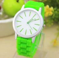 neue uhren bunte band großhandel-Neue Mode Genf Silikon Band Strass Gelee Armbanduhren Quarzwerk Bunte Qualität Frauen Uhr Für Geschenk