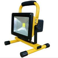 lumières à main rechargeables achat en gros de-Livraison gratuite sans fil main-carry rechargeable COB 30 W IP65 étanche extérieure LED lumière d'inondation avec batterie 5200 mAh 6 heures de travail
