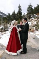 ingrosso più avvolge di pellicce di formato-Plus size Custom Made 2019 Red Wedding Wrap Inverno Da Sposa Cape Faux Fur Matrimonio Mantelli Con Cappuccio Perfetto Per L'inverno Da Sposa Mantelli Da Sposa