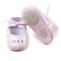 Atacado- Hot Baby Girl Shoes Shiny Riband Leather TPR Sole Prewalker Baby Girl Dress Shoes por 0-15 meses