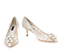 klasik topuklu ayakkabı toptan satış-Vintage Beyaz Dantel ve Koyun Düğün Ayakkabı Sivri Burun Toka Kapatma Deri Parti Dans Yüksek Topuklu Kadın Sandalet Kısa Düğün Çizmeler