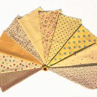 dikiş kumaş malzemesi toptan satış-Karışık 10 tasarım sarı kare çiçek Baskılı Pamuk Kumaş El Yapımı Dikiş Malzemesi için Patchwork Perde İğne DIY zanaat 20 * 30 cm yeni