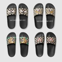 Wholesale Brand Features - With box hot brand 2017 mens fashion beach causal rubber slide sandals slippers in featuring pattern printing slide sandals flip flops