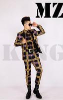 terno cinza trajes venda por atacado-A discoteca elegante do cantor masculino em Europa e na pista de decolagem olha o terno cinzento preto traja letras do ouro. S - 6 xl