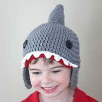 L1104005 Nette Kinder kinder Woolen tier shark winter warme Kreative handgemachte whiskers Mantel cap Verbundene hut ohrenschützer Weihnachten großhandel