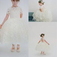 kızlar elbiseler kolları çay uzunluğu toptan satış-Tasarımcı Çay Boyu Düğün Çiçek Kız Elbise Dantel Yüksek Boyun Kısa Kollu Keyhole Geri Fantezi Aplikler Küçük Kızlar Pageant Elbiseler