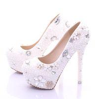 ingrosso scarpe nuziale nuziale in vendita-Scarpe da sposa taglie forti Scarpe da donna bianche in saldo Scarpe con tacco alto e perle di lusso