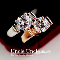 Design de marca !! White Gold Color 4 Prong Sparkly 7mm Zirconia Inlaid Lady Finger Ring (Ouro / Prata) Atacado