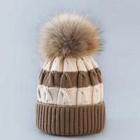 robes de charme achat en gros de-Ventes chaudes éclats chaud chapeau d'hiver Creative sort couleur twist ball ball sauvage tricot chapeau style chapeau Headgear Warmer robe en gros