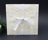 ücretsiz yazdırılabilir dantel davetiyeleri toptan satış-Lazer Dantel Flora Düğün Davetiyeleri Kartları 2015 Yeni Varış Düğün Davetiyesi Zarf ile Ücretsiz Kişiselleştirilmiş Yazdırılabilir Kartları Şerit Iyilik