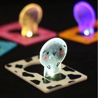 smiley tier großhandel-Mini-LED-Kartenlicht tragbare Tasche Kreditkarte Lampe kreative Neuheit Notfall niedlichen Smiley Weihnachten Tier Licht