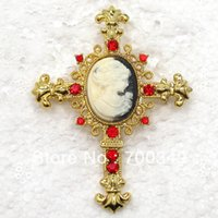 al por mayor de diamantes de imitación del camafeo al por mayor-Comercio al por mayor 12 unid / lote Red Crystal Rhinestone Cameo Cross Costume Apparel Pin Broches Cadena Colgante C912 C2