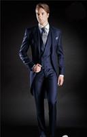 sabah takım elbise mavi düğün toptan satış-Slim Fit Sabah Stil Damat Smokin Tepe Yaka erkek Takım Elbise Lacivert Sağdıç / En İyi Adam Düğün / Balo Suits (Ceket + Pantolon + Kravat + Yelek) J994