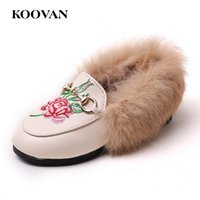 Koovan Children Fur Shoes Baby First Walker 2017 Primavera Hot Selling Girls Chinelos Rabbit Hair Child Plush Shoes Sandálias quentes em couro W653