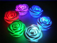 Wholesale-5000pcs / lot decroation salón 7 cambio de color de la lámpara LED de la flor de Rose en forma de vela se enciende la luz nocturna