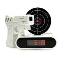 arma de mesa venda por atacado-Atacado Novidade Digital Alvo Painel de Jogo de Tiro LCD Gun Relógio Despertador Gadget Presente de Brinquedo Relógios de Mesa para crianças