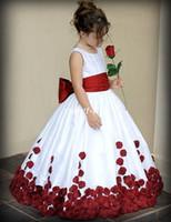 ingrosso abito da sposa rosso delle bambine-2019 Flower Girl Dresses per Wedding Wine Red e White Sash Ball Gown Sweep Train Crew Little Girls Pageant Gowns Abiti da prima comunione