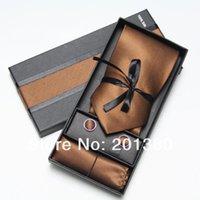 pañuelos de toalla al por mayor-los hombres de poliéster corbatas establecen gemelos corbata de los hombres pañuelo en la caja de corbata embalaje Toalla de bolsillo marrón