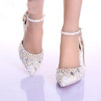 botas de boda zapatos marfil al por mayor-Botas de correa de tobillo con punta estrecha Zapatos nupciales Boda de perlas de marfil Zapatos de vestir Bombas de diamantes de imitación para eventos de boda