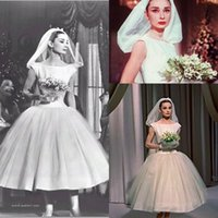 Купить Пухлые Старинные Платья-Одри Хепберн Vintage Tea-length 1950s 'Wedding Dresses 2018 Custom Make Cap Sleeve Puffy Princess Church Short Garden Wedding Howns