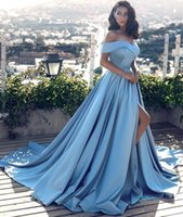 Simples 2018 Novo Designer Off Ombro Light Blue A Line Prom Dresses Sexy Pleats Satin Court Train Vestidos de noite formal baratos para mulheres