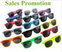 güneş gözlüklerinin çoğu toptan satış-Sıcak satış Bayan ve Erkek En Ucuz Modern Plaj Sunglass Plastik Klasik Stil Güneş Gözlüğü Temiz lens Güneş Gözlükleri seçmek için Birçok renk ...
