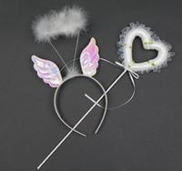 spitze feenhafte flügel großhandel-Feenhafte Flügelstirnbandstäbe des Mädchens stellten Federhaarbandspitzebandherz-Formmagiestab-Kind-Party-Leistung Stützen festliches Versorgungsmaterialgeschenk ein