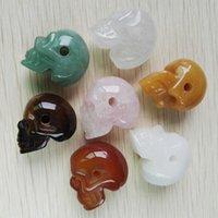 geschnitzte schädelperlen großhandel-Arbeiten Sie die natürlichen geschnitzten Steinschädel-Kopfanhänger-Pendelkorne die DIY Schmucksachen um, die 6pcs / lot bilden Großhandelsverschiffen