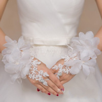Wholesale Short Red Lace Wedding Gloves - Cheap New Lace Appliques Short Wrist Length Gloves For bride Fingerless Wedding Accessories Crystal Flowers Red White Bridal Gloves