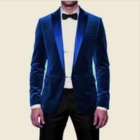 pajarita de terciopelo azul real al por mayor-Royal Blue Velvet Mens Wedding Tuxedos Guapo trajes para hombre con satén en cresta solapa por encargo Novio Wedding suits (Jacket + Pants + Bow Tie)