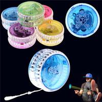truques de yoyo 1a venda por atacado-Atividade Brinquedos 100 Pcs YOYO Chinês Profissional de Plástico LED Flash YO-YO Bola Truque Brinquedo para Crianças Adulto mix cores