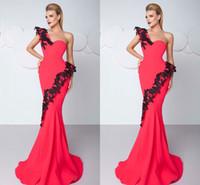ingrosso porcellana un merletto-2018 Prom Dresses sexy sirena rosso una spalla sweep treno sera Donne abiti di Applique pizzi In Cina elegante abito del partito