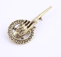 pino do trono venda por atacado-Uma Canção de Gelo e Fogo Game of Thrones Mão do Rei clássico retro broches vintage liga emblema pin para homens do sexo masculino