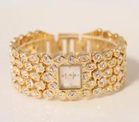 edle quarzuhr großhandel-Frauen-Luxus-zerstreute Diamant-Uhr Goldsilber Persönlichkeits-Bügel Edle kühle Damenfreundschafts-Quarz-Frauengeschäft Kundenspezifische Damenuhren