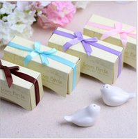 Wholesale Love Box Cake - Wedding Favors and Gifts Love Birds Ceramic Salt & Pepper Shakers Caster Wedding Supplies Souvenirs Wedding Gifts For Guests Kitchen Tools