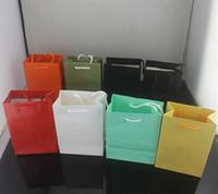 çeşitli türler toptan satış-Sıcak Satış Ünlü marka Adı Takı Kağıt el çantası Kolye Bilezik yüzük çeşitli renkler çanta ücretsiz kargo