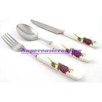 diseños de cuchillo tenedor al por mayor-Cuchillo de cuchara de tenedor de acero inoxidable al por mayor Mango de cerámica blanca diseño de flor 3in1 Juego de cubiertos de vajilla Set de cubiertos Kit de regalo