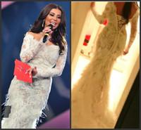 robes de bal de fourrure achat en gros de-2019 Dubaï arabe Robes de soirée Porter des manches longues en dentelle Applique Fur sirène balayage train Fashion Prom Party Red Carpet Celebrity Robes