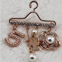 Wholesale Pearl Necklace Brooch - 2017 summer protion Number 5 Plated Pearl Scarf Buckle CC Brooch Pins Rhinestone Brooch For Women Jewery In Brooches luxury design pins