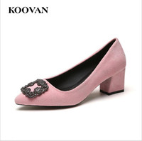 Koovan Flock Cuir Strass Boucle Pompe Perle Femmes Mode Filles Sexy Pointu Chaussures De Mariage Chaussures Chunky Talon Sandales Bateau Libre W590