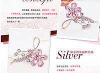 Wholesale Wholesale Korean Clothing China - Hot Sale Fashion Alloy 4 leaf Created diamond Crystal brooch flower brooch Korean rhinestone Women clothes accessories
