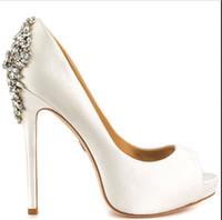 feito à medida cristal nupcial sapatos venda por atacado-Branco Nupcial Sapatos De Casamento Contas De Cristal 2016 Nova Venda Quente de Noiva Acessórios Sapatos Sapatos De Noiva 14 CM de Salto Alto Custom Made Plus Size sapatos