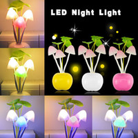 1 x Lovely Changeable Color Mushroon Fungus lampe LED Night ampoule Capteur Induction électrique RVB Respiration Nightlight EU Plug