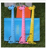 ingrosso giraffe di plastica-New Cartoon Kid Cancelleria creativa Carino Giraffa Righello Design per bambini Novità Forniture scolastiche Studente Premio Righello dritto in plastica 15cm