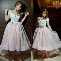 ingrosso fuori abito bianco in rilievo promenade-High Low Prom Dresses 2019 Una linea Off-the-spalla manica corta in rilievo perlescopio rosa e bianco abiti da sera formale del partito