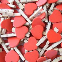 mini kalp mandalı toptan satış-Fabrika Fiyat 100 Adet / grup Mini Kırmızı Kalp Şekli Klip Ahşap Giyim Fotoğraf Kağıdı Peg Craft Klipler Düğün Parti Dekorasyon