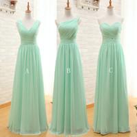 vestidos color coral honor al por mayor-Vestido de dama de honor de gasa larga verde menta 2019 Una línea de playa plisada Vestidos de dama de honor Vestidos de boda de dama de honor