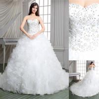 diseñador vestidos reales fotos al por mayor-Cuadros verdaderos Vestido de bola blanco 2019 Vestidos de boda de diseñador de iglesia Apliques de lujo Con cordones Corte de tren Vestidos de novia escarpados Cariño con volantes
