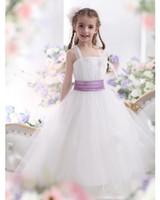 фиолетовые ленты цветок девушка платья оптовых-Белый цветок девушка платья для свадьбы событие Линия Spagheet рукавов лодыжки длина фиолетовый ленты девушки день рождения принцесса платья